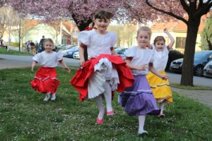 studenti tanec jaro